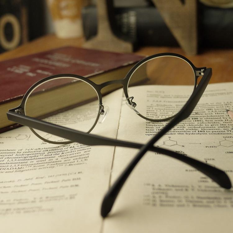细边框眼镜图片