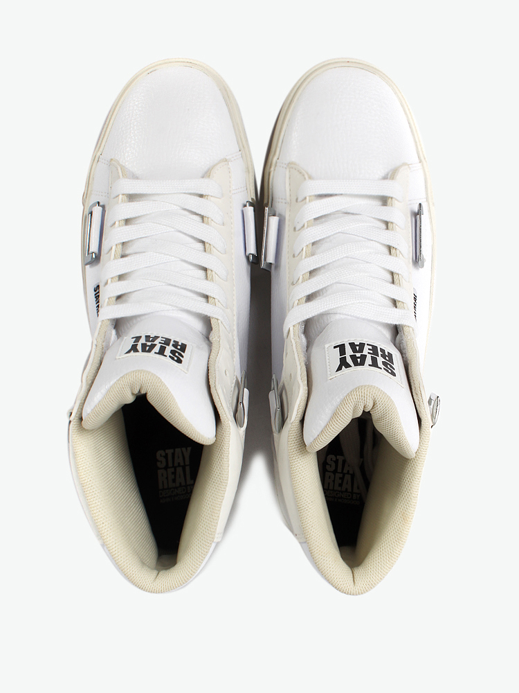 in one设计: 三种绑法造型:(1)鞋带造型 (2)活动式魔鬼沾拉链 (3)活动