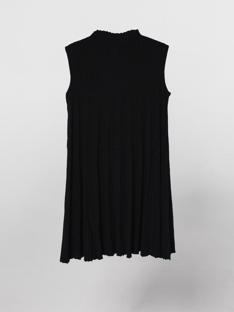 unif 连衣裙 unif 女式风琴皱褶小高领裙 黑色正品  !